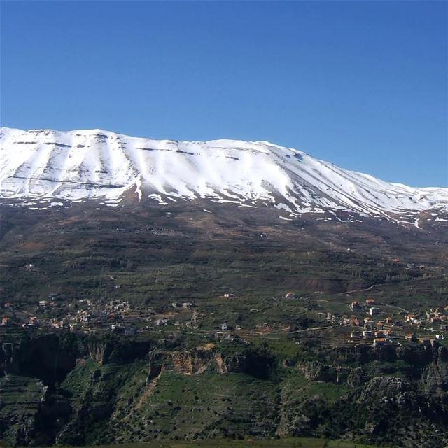 🇱🇧 Esta é a aldeia montanhosa maronita de Beqa Kafra, a mais alta do Líba (Bekaa Kafra)