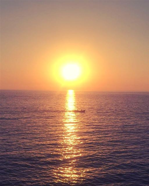 Perfect ending ... sundaysunsets ... anfeh anfehlebanon beautifullebanon... (Anfeh - Koura sea)