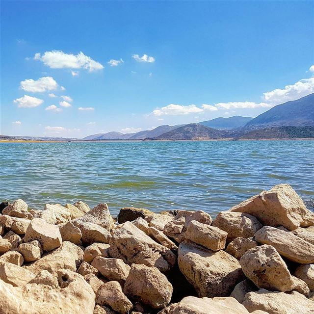 🏞️🚗🚶🎶🌞 lake hills stones summer bekaa qaraoun livelovebekaa ... (القرعون - البقاع الغربي)