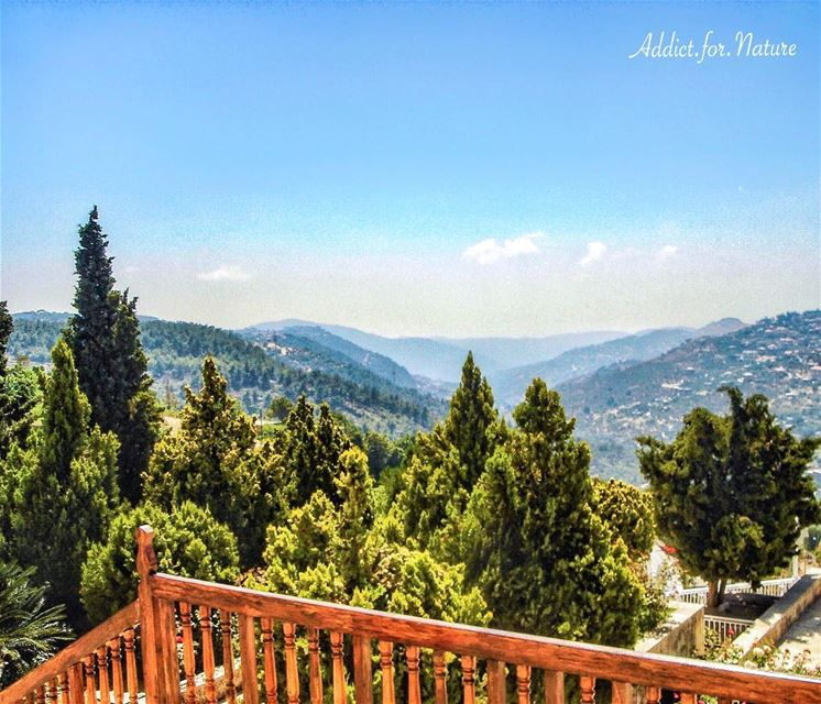 Good morning dear friends 🤗..... lebanesevillage mountains valleys... (Mir Amin Palace)