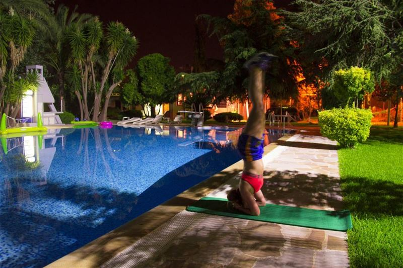 Late night practice sesh!  postworkout  headstand  headstandbythepool ... (Zgharta District)