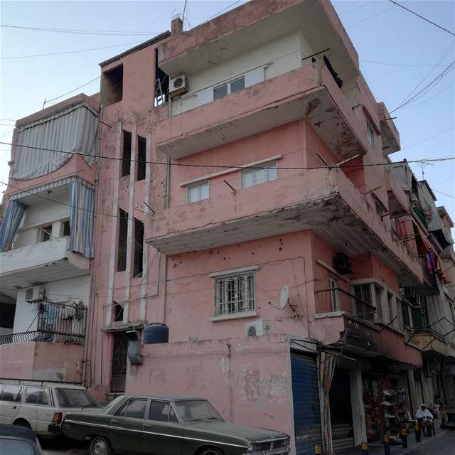 War scars ⛓️ lebanon beirut pink pinkcity pinkbuilding war scars ... (Beirut - Ashrafieh)