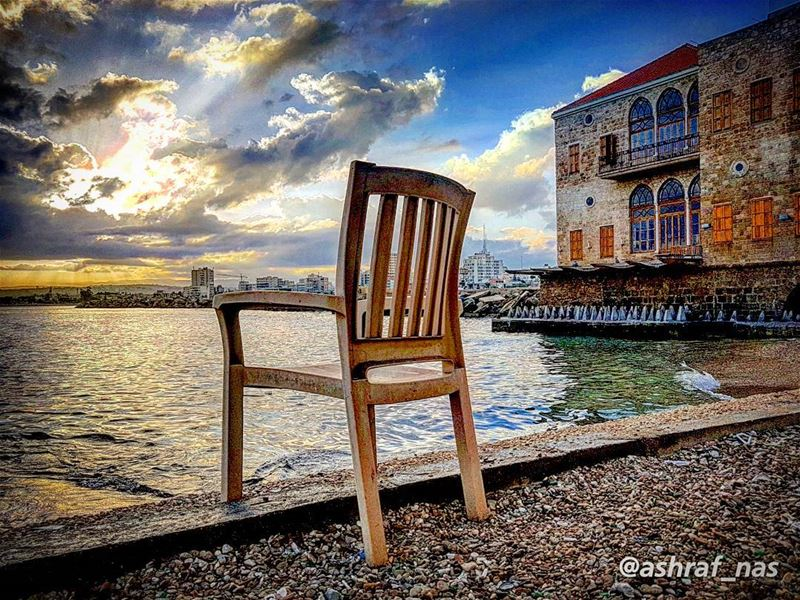سلامٌ عليكِ وأنتِ تعدّين نار الصّباحسلامٌ عليكِ... سلامٌ عليكِ...أما آن ل (Tyre, Lebanon)