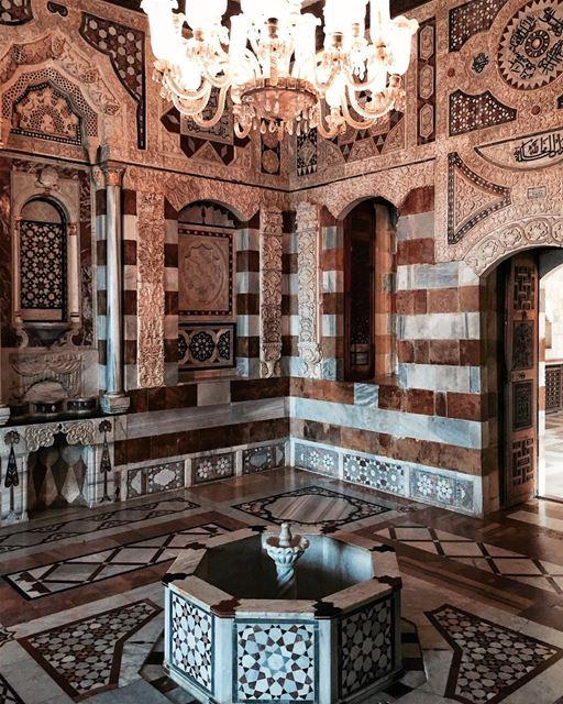 I am gonna swing from the chandelier🎵✨ Beirut architecture details... (Palacio de Beiteddine)