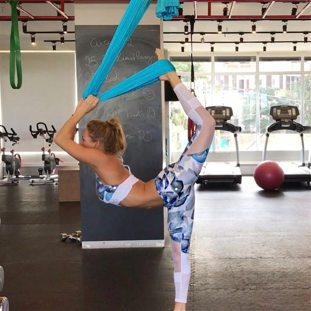 Stretch, flex & hang out upside down today 11am @mondayfitness in Verdun &... (Go by U Energy)