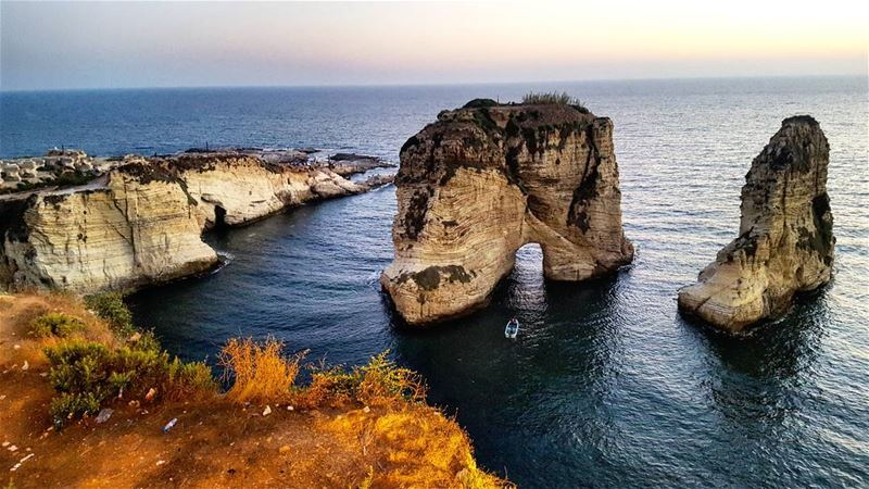 📍🇱🇧 raouche beirut lebanon travel traveller tourist ... (Cornish Rouché - Beirut)