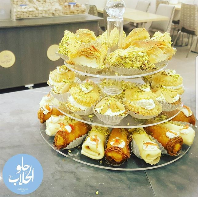 قشطيات ؟ 😍👍 we have the best mix of kashtayat sweets catered for your... (Abed Ghazi Hallab Sweets)