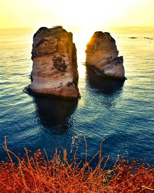 Classic Sunset at the iconic Raouche Rock🌅-------------------------------