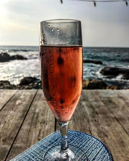 wine bestoftheday picoftheday photooftheday photography joelsayegh ... (Isla - pebble bar)