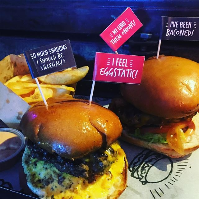 Late night cravings 😋. burger burgers marmkhael butcher food lunch... (Smoking Bun)