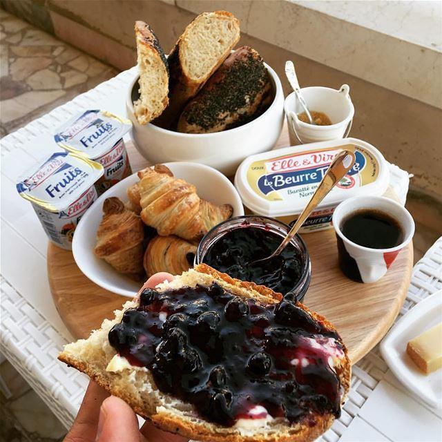 Petit déjeuner 🥐 bakery dessert pastries pastry tart tart butter...