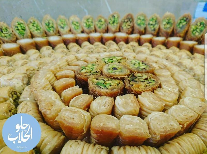 مين عبالو بقلاوة لايت 👌 Pistachios , & pine nuts 😍 the best light... (Abed Ghazi Hallab Sweets)