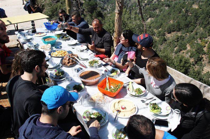 Nothing is better than a lebanese lunch with a village atmosphere and a... (Ouâdi Qannoûbîne, Liban-Nord, Lebanon)