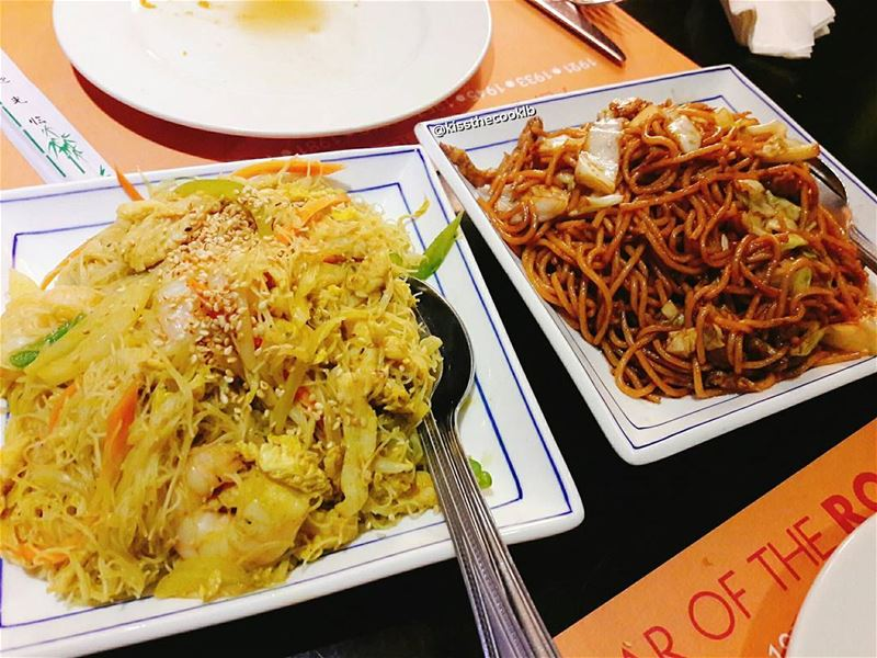 Left or Right ?? Singaporean noodles with shrimps and chicken OR the fresh... (Chopsticks Jbeil)