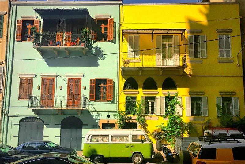 بلبوس فستاني الاصفر ولا فستاني الاخضر؟ 💛💚 houses apartment colors ... (Beirut, Lebanon)