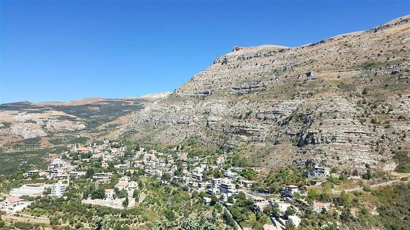 🏘⛰ (Akoura, Mont-Liban, Lebanon)