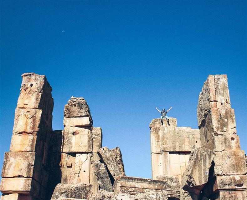 Shine on the Blue Vibes🔵Morning Wanders with @lebanese.wanderers (Niha, Béqaa, Lebanon)
