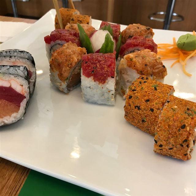 salmon shrimps wasabi sushi maki temaki japan japanaese ... (SUSHi VERDE)