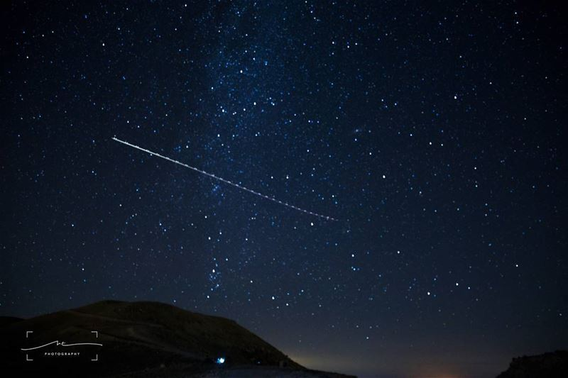 When you wait for a shooting star and a plane passes by ✈✈✈ (3youn Orghosh)