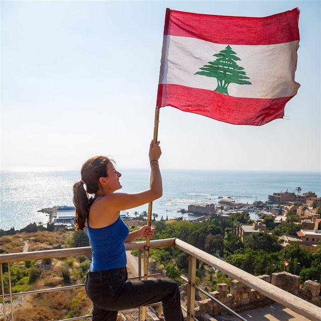 Faça como a @estellemekari 🇱🇧 Orgulhe-se e preserve suas raízes ❤️ Via @l (Byblos, Lebanon)