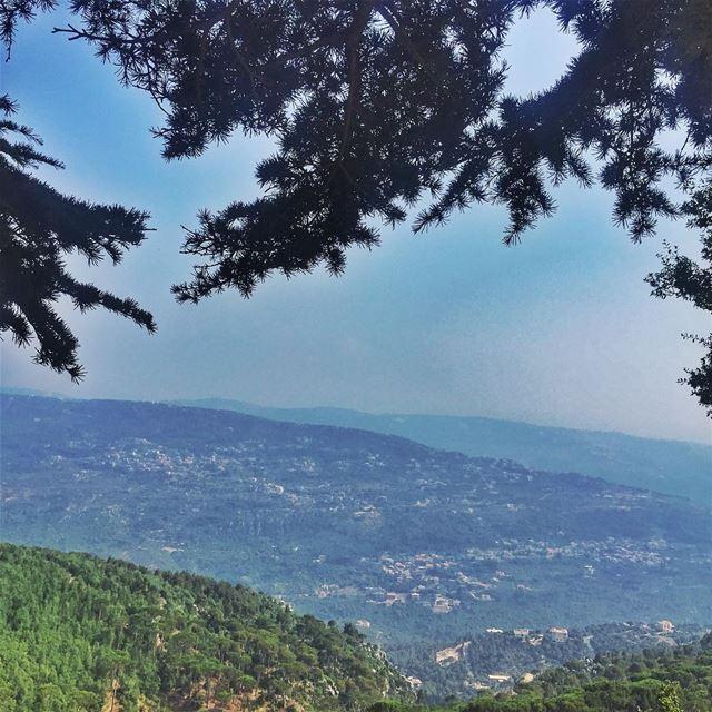 A natural frame LiveLoveLebanon wearelebanon lebanonbyalocal ... (Ed Douâr, Mont-Liban, Lebanon)