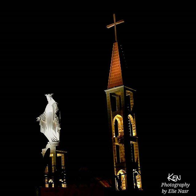 ...ها قد هوى ظل المساء يا امي الطاهرةاحرسيني في ضياء عينيك الساهرةيا شعل (Marjaba, Mont-Liban, Lebanon)