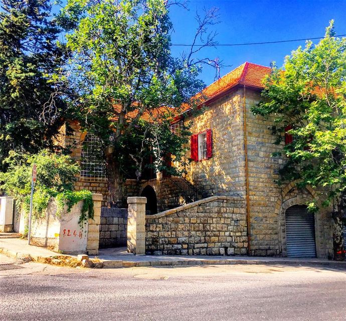 Sometimes all you need is just some beautiful places to clear your mind 🏡� (Sawfar, Mont-Liban, Lebanon)