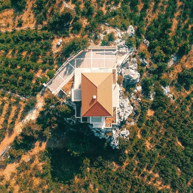 Encountered this beautiful house as i passed by the beautiful village of... (Châtîne, Liban-Nord, Lebanon)