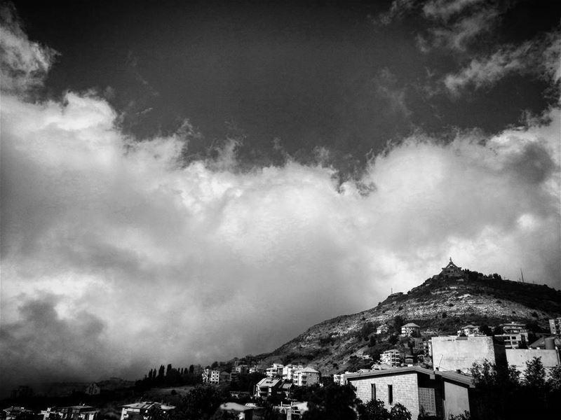 Meet the sky - ichalhoub in Ehden north Lebanon / igs_bnw ...