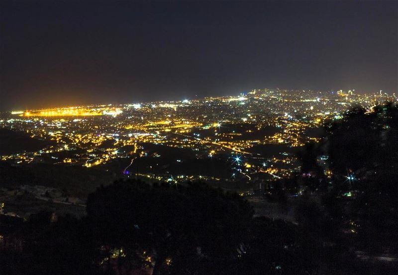 Beirut aley citylights cityscape landscape beautifullebanon super_lebanon... (`Alayh, Mont-Liban, Lebanon)