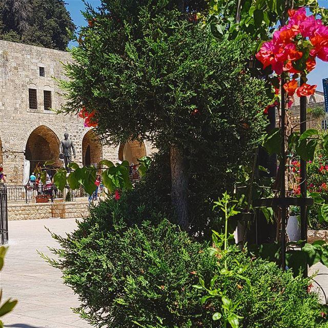 فخامة الملك insta_lebanon whatsuplebanon ig_lebanon lebanon ... (Deir El Qamer, Mont-Liban, Lebanon)