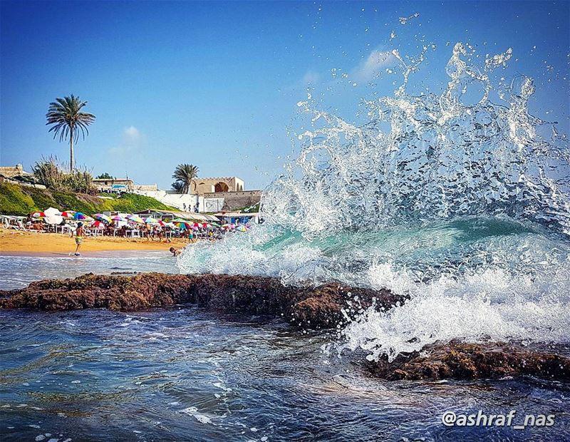 يا من يدخن في صمت ويتركنيفي البحر أرفع مرساتي وألقيها...ألا تراني ببحر ال (Tyre, Lebanon)
