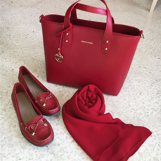 Nothing says confidence and glamour like the color red ❤️ all matchy with ... (Saida ,Abra)
