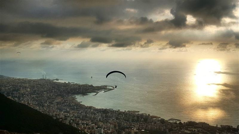 Walking gets too boring when u learn to fly 😍 (Ghosta, Mont-Liban, Lebanon)