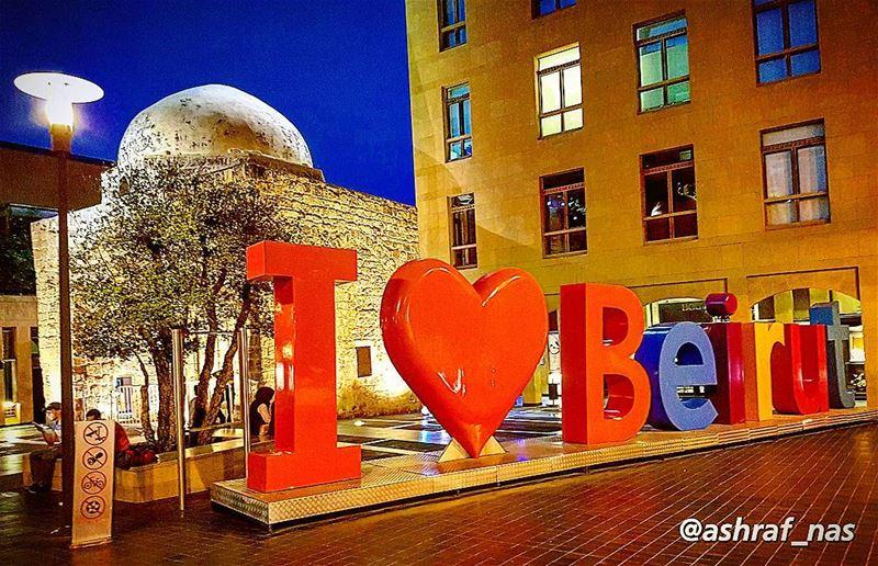 لبيروت، مجدٌ من رمادٍ لبيروتمن دمٍ لولدٍ حُملَ فوق يدهاأطفأت مدينتي قنديل (Beirut, Lebanon)