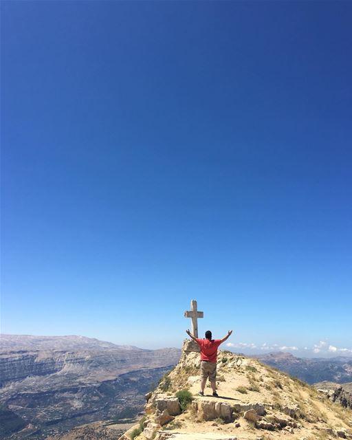 On the top of the world 🌎 peterwenmaken livelovelaklouk ... (Akoura, Mont-Liban, Lebanon)
