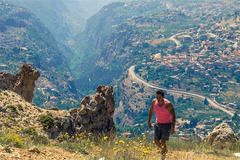Walking with no real destination, craving exploration⛰..... nature... (Bchare Arez El Rab)