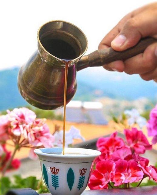 This is how you do morning coffee on Mount Lebanon ☕️🌺👌🏽 @ramramcoffee (Brumana, Mont-Liban, Lebanon)