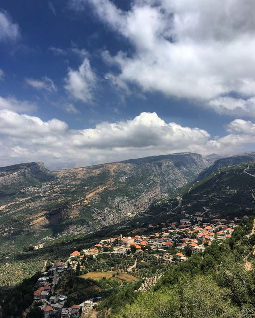 Always look on the bright side of life 💭 peterwenmaken Morning Igers 🙏� (Douma, Liban-Nord, Lebanon)