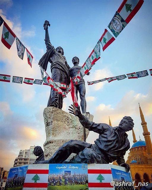بمجدك احتميتبترابك الجنّة...عَ إسمك غنّيتعَ إسمك رح غنّي...... (Beirut, Lebanon)