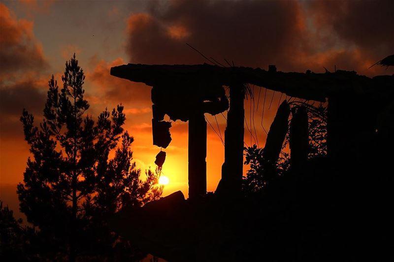 This house is standing on memory alone..... sunset sunsetporn... (Jarjou`, Al Janub, Lebanon)