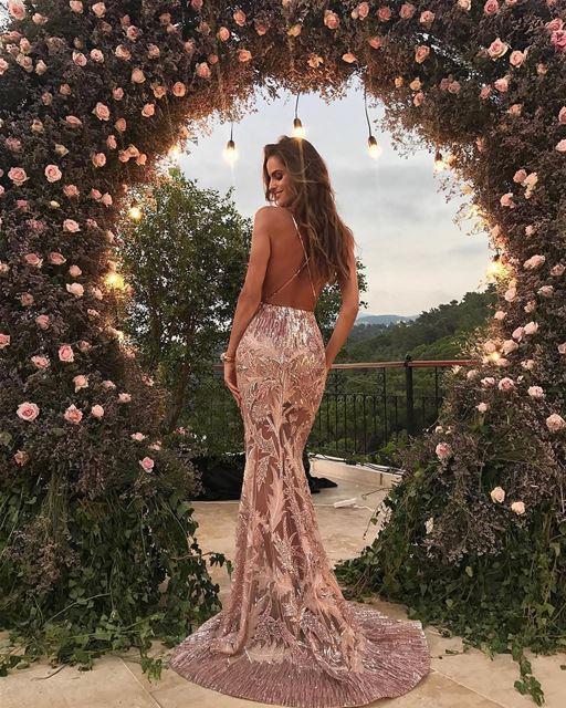 A super modelo brasileira @izabelgoulart, angel da grife Victoria Secrets,... (Lebanon)