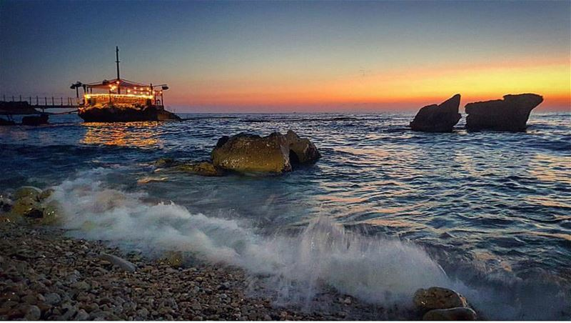 batroun sunset thoum batrounbeach batrouncoast beach sea ... (Batroûn)
