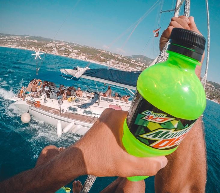 How about jumping out of the boat while sailing? BSHIL @mountaindewlebanon (Pierre & Friends)