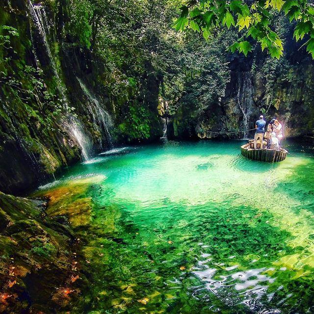 I wish my eyes could take photos 🚣....... meetlebanon lebanon ... (Shallalat Al Zarka شلالات الزرقا)