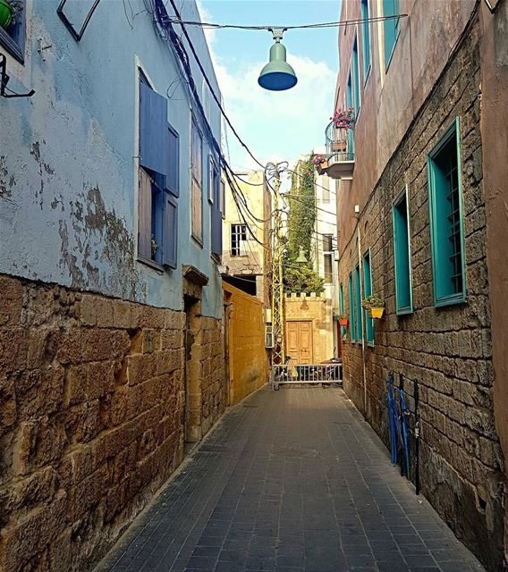 That alley though... oldtown sour tyre daralma fanar houses ... (Tyre, Lebanon)