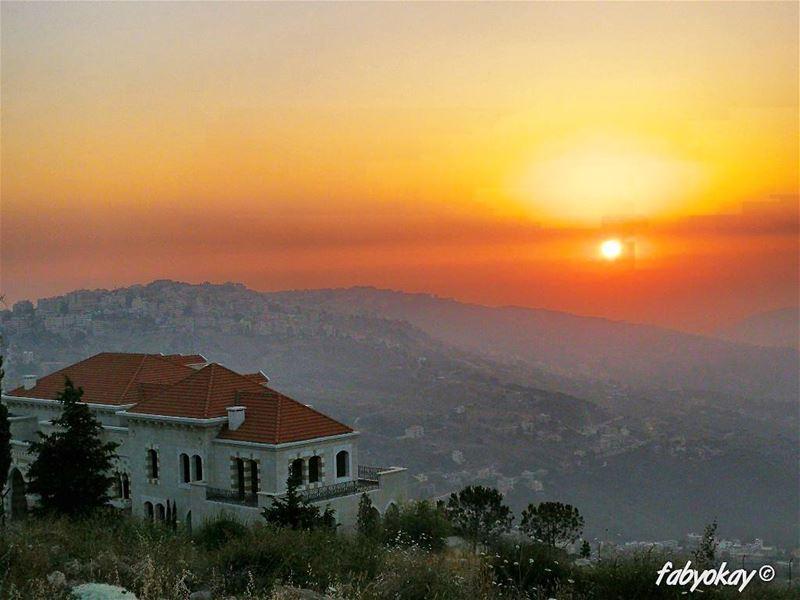 sunset sunsetlovers lebanon sun sunsetporn sunsets summers visitlebanon ... (Bhamdoûn, Mont-Liban, Lebanon)