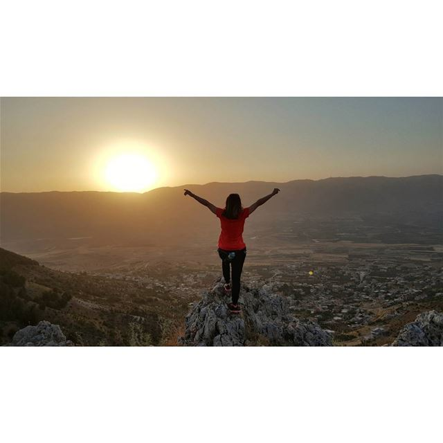 Abrir los brazos para un abrazo también es volar...... (Baaloûl, Béqaa, Lebanon)