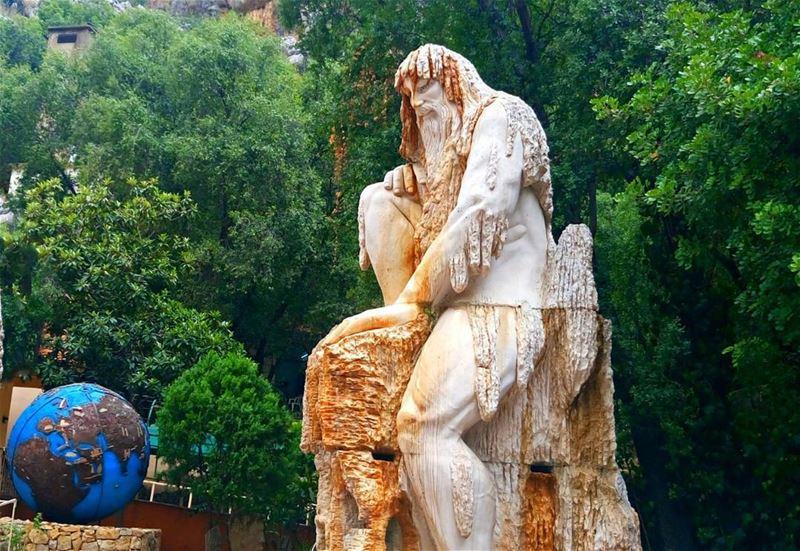 حارس الزمن من صخر لبنان ... من هذا الندى ... كان فجر للزمان ...كان عمر لل (Mapas Jeita Grotto)