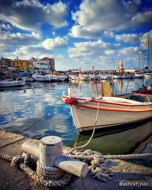 شدوا الهمة الهمة قويةمركب ينده عَ البحريةيا بحرية هيلا هيلا...... (Tyre, Lebanon)